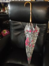 VINTAGE UMBRELLA GREY & HOT PINK FLORAL FAUX ANTLER HANDLE + BRASS DETAIL TLC